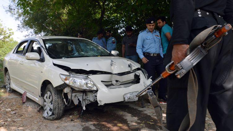 Le véhicule du procureur Chaudhry Zulfiqar, assassiné par des hommes armés, le 3 mai 2013, à Islamabad (Pakistan). (AAMIR QURESHI / AFP)