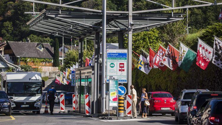Un poste frontière entre le canton du Valais(Suisse) et la Haute-Savoie (France), en août 2020. (VINCENT ISORE / MAXPPP)