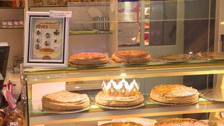 """Des fèves """"Gauvin Sers"""" dans les galettes du boulanger de Dun-le-Pastel (Creuse) (M. Dégremont / France Télévisions)"""
