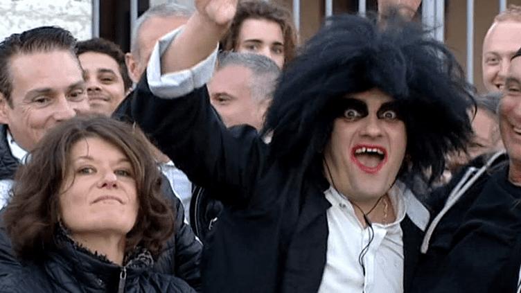 Maquillés ou non, plus de 16 000 spectateurs, dont de nombreux fans de la première heure ont assisté au concert de The Cure à Lyon le 17 novembre 2016.  (Culturebox / capture d'écran)