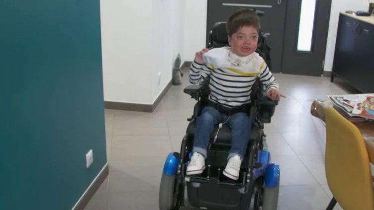 Téléthon : les impressionnants progrès du petit Jules grâce aux dons (France 2)