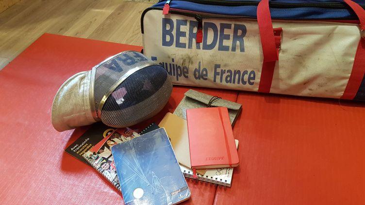 Les carnets de notes gardés précieusement au fil des années. (CECILIA BERDER / FRANCEINFO / RADIO FRANCE)