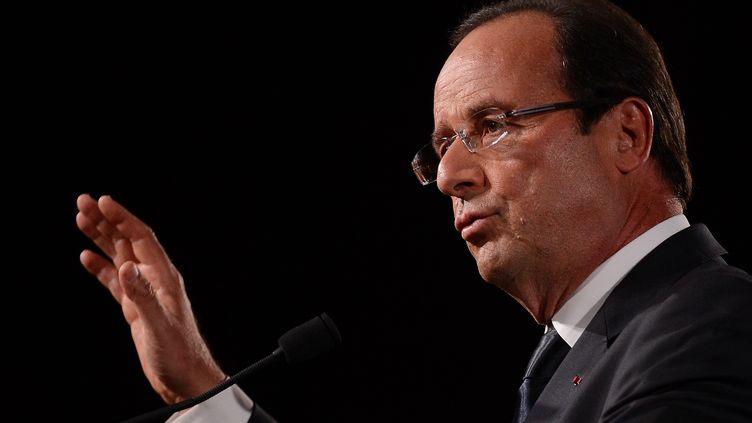 François Hollande a rendu une visite surprise aux familles des victimes de la rixe mortelle de vendredi. (EMMANUEL DUNAND / AFP)
