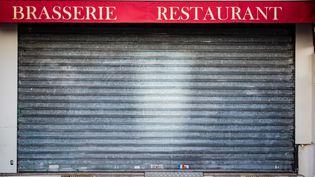 La devanture d'un restaurant fermé à Vincennes(Val-de-Marne) en raison du confinement, le 18 novembre 2020. (JULIEN HELAINE / HANS LUCAS / AFP)