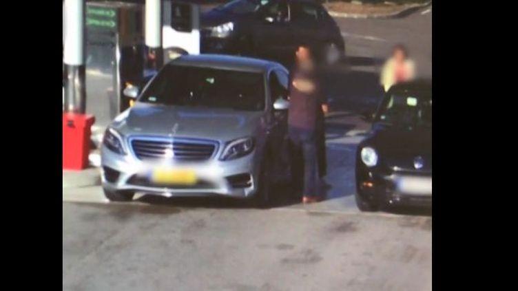 Capture écran de la vidéo franceinfo sur un car-jacking à Dijon (Côte-d'Or). (FRANCEINFO)