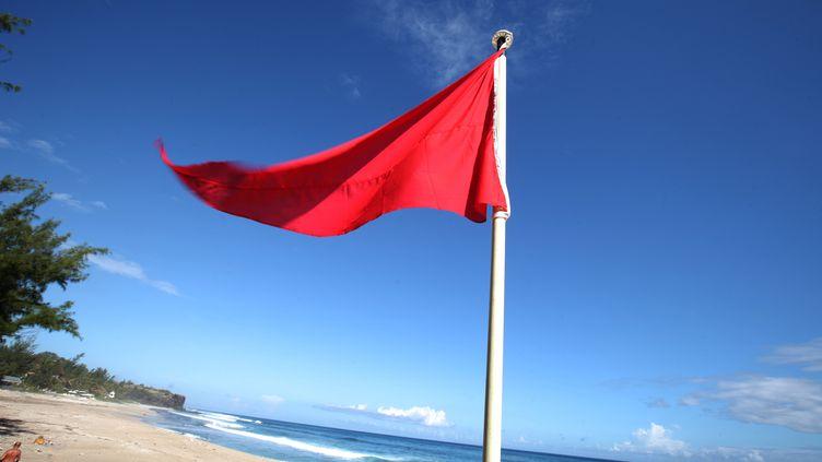 June 16, 2011 on the Boucan-Canot beach in Saint-Gilles de la Reunion on the French Indian Ocean island of La Reunion Sur l'île de La Réunion le 16 juin 2011, un drapeau rouge sur la plage de Boucan-Canot avertit du risque d'attaques. (AFP / RICHARD BOUHET)