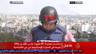 Le correspondant à Gaza de la chaîne Al Jazeera en plein direct, dimanche 20 juillet. ( YOUTUBE / FRANCETV INFO )