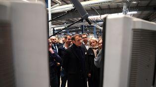 Le président de la République Emmanuel Macron rencontre d'anciens salariés de Whirlpool désormais au chômage à Amiens, le 22 novembre 2019. (CHRISTOPHE ARCHAMBAULT / AFP)