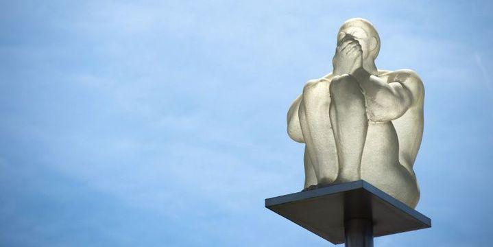 """Sculpture de l'artiste espagnolJaume Plensa, """"Désir-Rêve"""", à Vitry-sur-Seine (Val de Marne)  (BERTRAND LANGLOIS / AFP)"""