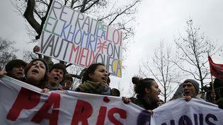 Des lycéens manifestent, mercredi 9 mars place de la République à Paris, contre le projet de réforme du Code du travail. (THOMAS SAMSON / AFP)