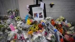 Des fleurs déposées en hommage aux enfants fauchés à Lorient (Morbihan), le 13 juin 2019. (DAMIEN MEYER / AFP)