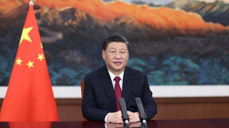 Le président chinois, Xi Jinping, prononce un discours lors de la conférence annuelle 2021 du Boao Forum for Asia, le 20 avril 2021 à Pékin. (JU PENG / XINHUA / AFP)