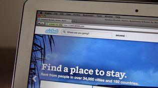 Le site Airbnb estune plateforme de location d'appartements destinée aux particuliers, lancée en 2008 par deux Américains. Il propose des logements d'appoint dans 192 pays, affirme-t-il. (JUSTIN SULLIVAN / GETTY IMAGES NORTH AMERICA)