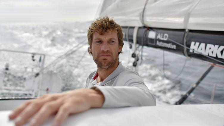 Le skipper françaisPaul Meilhat, le 5 octobre 2016, au large dePort-la-Foret (Finistère). (LOIC VENANCE / AFP)