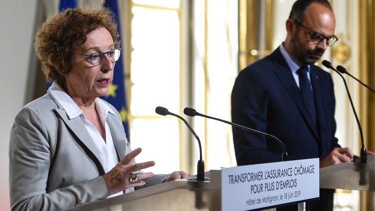 La ministre du Travail Muriel Pénicaud et le Premier ministre Edouard Philippe présentent la réforme de l'assurance-chômage, le 18 juin 2019 à Paris. (LUCAS BARIOULET / AFP)