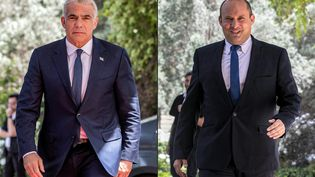 L'opposant centriste israélien Yaïr Lapid, et le chef de la formation de droite radicale Yamina, Naftali Bennett, le 5 mai 2021 à Jérusalem. (OREN BEN HAKOON / AFP)