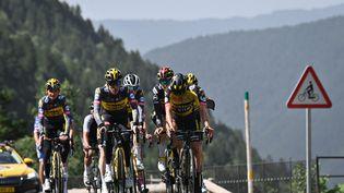 Les cyclistes de l'équipe Jumbo-Visma,lors de la journée de repos le 12 juillet 2021. (DAVID STOCKMAN / BELGA MAG / AFP)