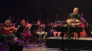 Le bandonéoniste William Sabatier et l'Orchestre Dijon Bourgogne ont enregistré un disque hommage à Astor Piazzolla (France 3 BFC)