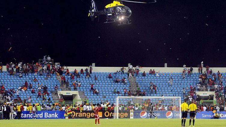 Un hélicoptère surveille la foule lors de Guinée Equatoriale - Ghana (MOHAMED HOSSAM / ANADOLU AGENCY)
