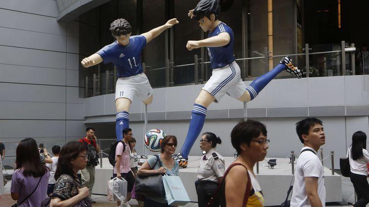 """Des statues de la série """"Olive et Tom"""" à Hong Kong (Chine) le 7 juin 2014. (KIN CHEUNG/AP/SIPA)"""
