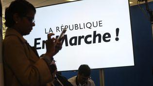 Une militante lors d'une conférence de presse de La République en marche, à Paris, le 11 mai 2017. (MAXPPP)