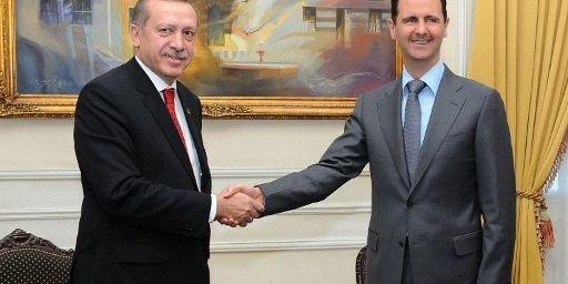 Rencontre entre le président syrien Bachar El Assad et le premier ministre turc Recep Tayyip Erdogan à Alep (Syrie) le 6 février 2011 (AFP - HO - SANA (Syrian Arab News Agency))