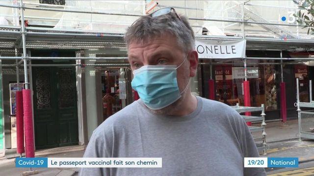 Covid-19 : le passeport vaccinal pourrait-il voir le jour en France ?