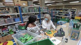 L'association Rejoué vide les coffres à jouets pour leur donner une seconde vie. (CAPTURE ECRAN FRANCE 2)