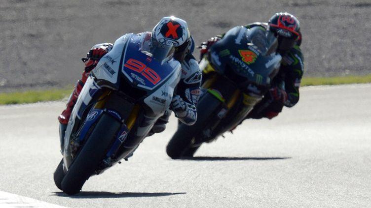 L'espagnol Jorge Lorenzo (Yamaha) devance son compatriote Dani Pedrosa (Honda) et l'italien Andrea Dovizioso (Yamaha) lors du Grand Prix Moto GP de Catalogne sur le circuit de Montmelo près de Barcelone. (TOSHIFUMI KITAMURA / AFP)