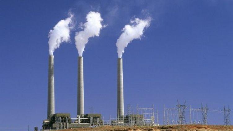 Cheminées d'usine crachant de la fumée dans l'Arizona (AFP - PHOTONONSTOP - Brigitte Merle)