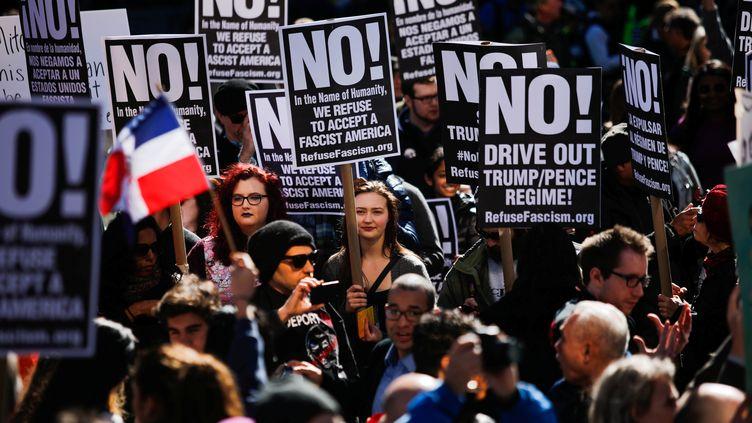 Des manifestants anti-Trump à New York (Etats-Unis), le 20 février 2017. (EDUARDO MUNOZ / REUTERS)