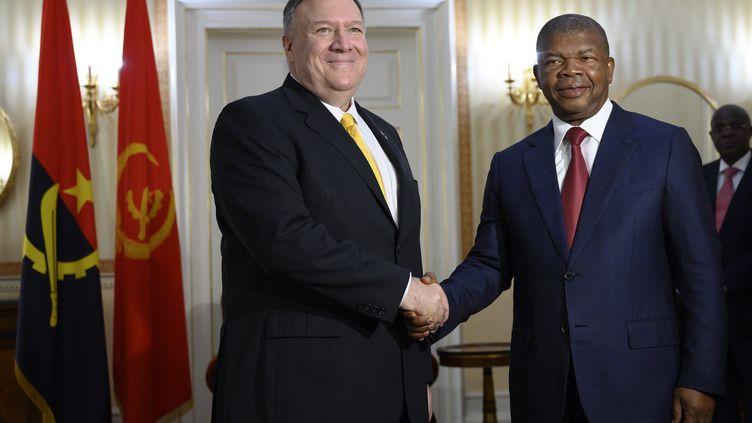 Le secrétaire d'Etat Mike Pompeo reçu à Luanda par le président angolais Joao Lourenço le 17 février 2020. Une grande partie de la production pétrolière angolaise est destinée à la Chine. (ANDREW CABALLERO-REYNOLDS / AFP)