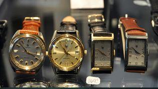 Des vieux modèles de montres de la marque Lip son exposés, le 26 septembre 2010, au 6e salon du vintage à Paris. (MAXPPP)