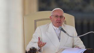 Le pape François s'exprime lors de son audience généralehebdomadaire au Vatican, le 2 mars 2016. (VINCENZO PINTO / AFP)