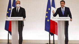Jean Castex et Olivier Véran lors d'une conférence de presse à Paris, le 22 octobre 2020. (LUDOVIC MARIN / AFP)