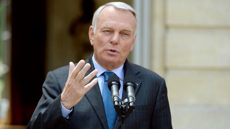 Jean-Marc Ayrault fait une allocution devant l'hôtel Matignon, le 31 juillet 2013 à Paris. (BERTRAND GUAY / AFP)