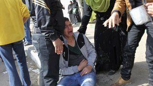 Des Egyptiens réagissent au verdict du procès du drame de Port-Saïd, le 26 janvier 2013, dans la même ville. (ASMAA WAGUIH / REUTERS)