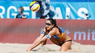 La joueuse de beach-volley Carolina Solberg Salgado lors d'un tournoi à Hambourg, 18 août 2018. (GEORG WENDT / DPA)
