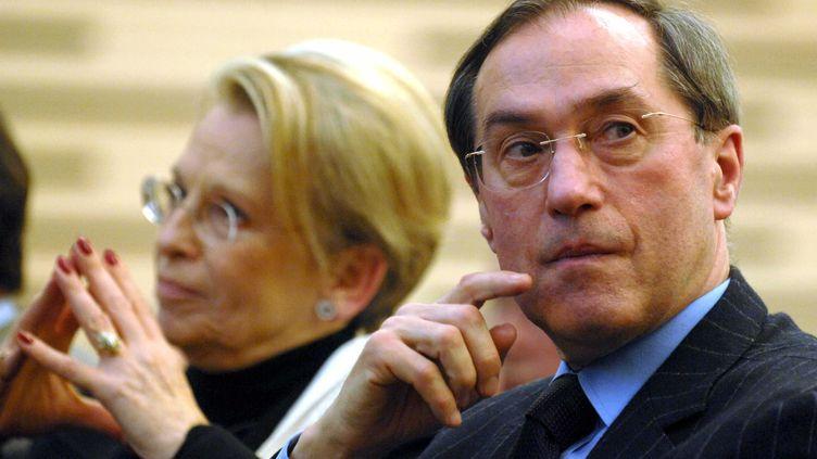 """Les anciens ministres UMP Michèle Alliot-Marie et Claude Guéant, le 13 janvier 2009 à Paris, lors d'une réunion du groupe """"Le Chêne"""". (STEVENS FREDERIC / SIPA)"""
