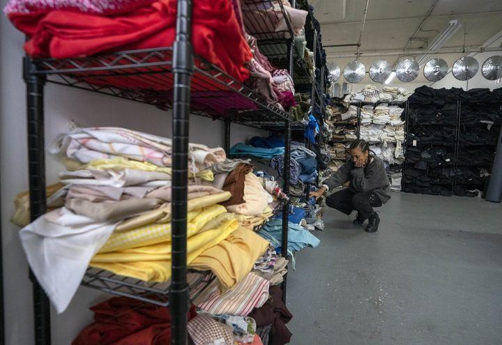 Les tissus triés chez Fabscrap sont ensuite revendus, février 2019  (Don Emmert / AFP)