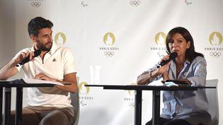 À deux jours de la passation du drapeau paralympique, Tony Estanguet et Anne Hidalgo se projettent vers Paris 2024. (Hortense Leblanc)