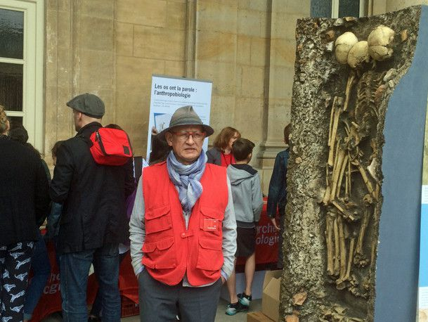 Sur le stand «Les os ont la parole» dans le village archéologique de Paris le 16 juin 2017...  (France Télévisions - Laurent Ribadeau Dumas)
