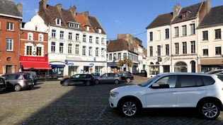 Le centre-ville d'Hesdin, dans le Pas-de-Calais. (EMMANUEL BOUIN / RADIO FRANCE)
