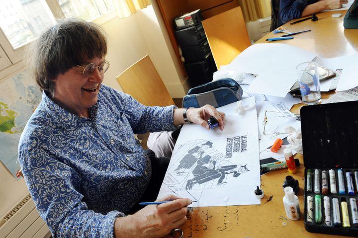 """Cabu à son bureau, le 15 août 2011 à la rédaction de """"Charlie Hebdo"""" à Paris. (MIGUEL MEDINA / AFP)"""