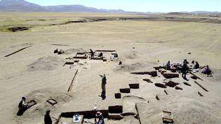 Fouilles archéologiques à Wilamaya Patjxa au Pérou où on a trouvé une sépulture de femme accompagné d'outils de chasse. (RANDALL HAAS / UC DAVIS AFP)