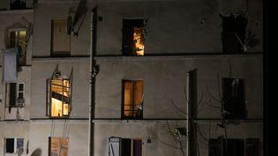 Le 18 novembre 2015, la police donnait l'assaut dans cet immeuble de Saint-Denis, près de Paris, dans le cadre de l'enquête sur les attentats du 13-Novembre (OLIVIER ARANDEL / MAXPPP)