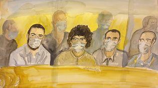 Un croquis lors du procès de l'attentat déjoué du Thalys en août 2015, réalisé le 16 novembre 2020 auPalais de justice de Paris et qui montre les accusés, degauche à droite : Ayoub El Khazzani, Mohamed Bakkali, Bilal Chatra et Redouane El Amrani Ezzerrifi. (ELISABETH DE POURQUERY / AFP)