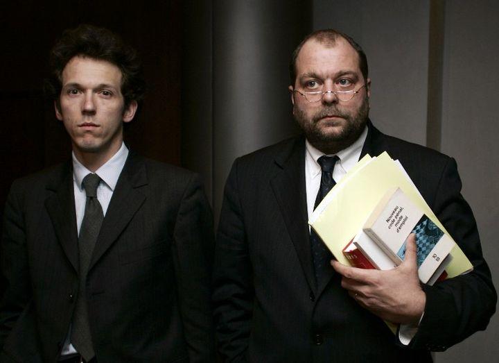 Les avocats Julien Delarue et Eric Dupond-Moretti le 31 janvier 2006, à l'Assemblée nationale, lors des auditions de la commission d'enquête parlementaire sur l'affaire Outreau. (PASCAL PAVANI / AFP)