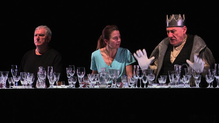 Georges Lavaudant,Astrid Bas et Ariel Garcia-Valdès dans La Rose et la Hache (A. Laroche / France 3 Franche-Comté)