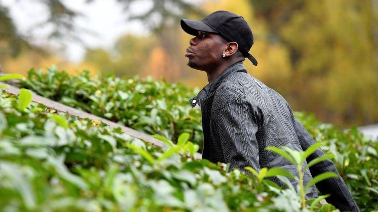 Paul Pogba pris à partie par des fans (FRANCK FIFE / AFP)